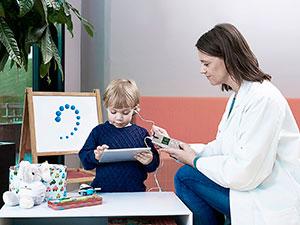 Детский врач-сурдолог