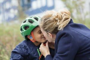 Корпус детского слухового аппарата защищен от ударов и падений